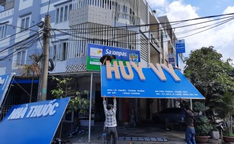 Bảng Hiệu Alu Chữ Mica Nổi Nhà Thuốc Huy Vy Của Salonpas Tại Đồng Nai